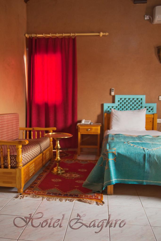 Les chambres climatisées de l\'hôtel Zaghro